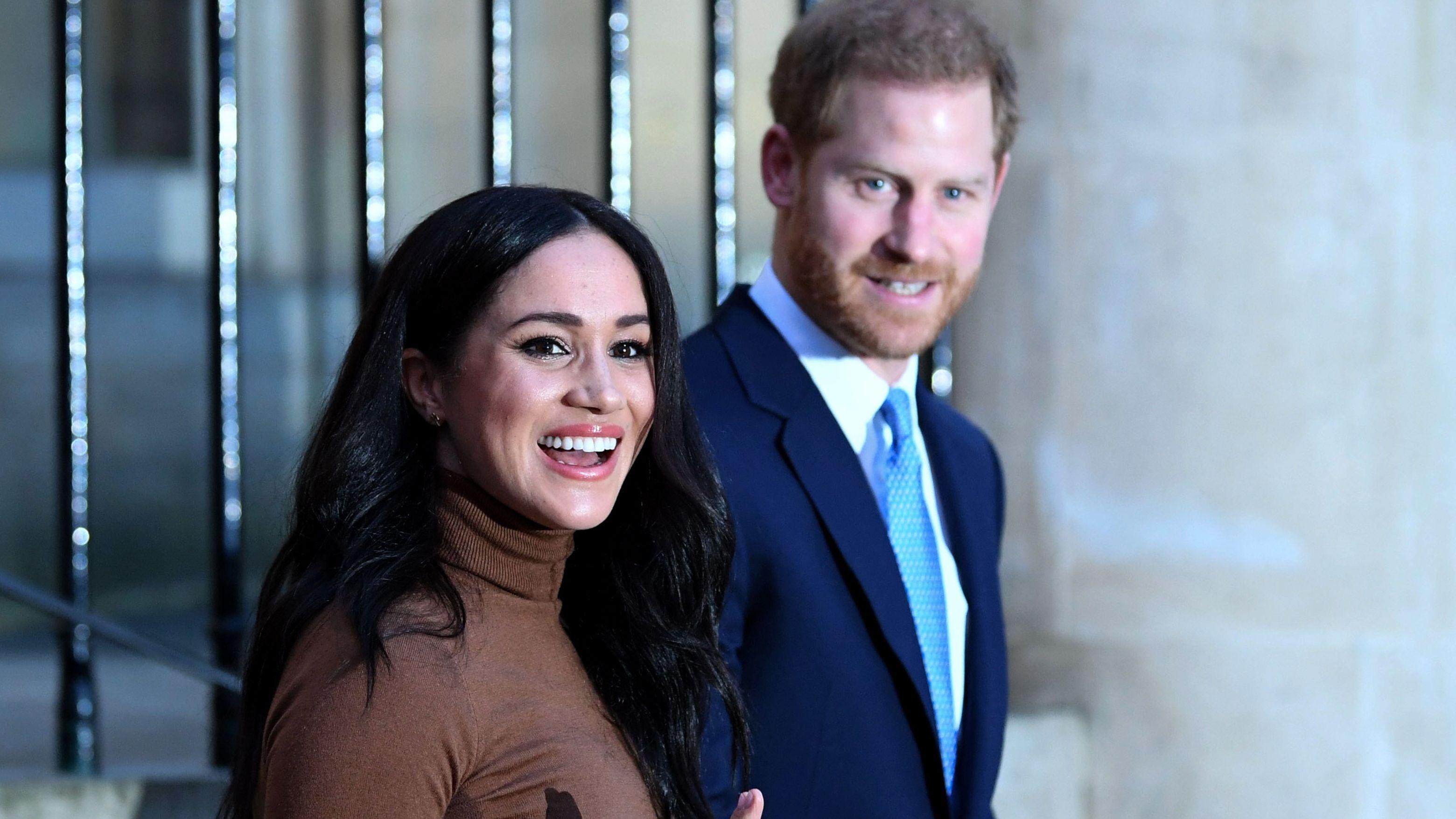 Meghan und Harry treten in die zweite Reihe der Königsfamilie zurück