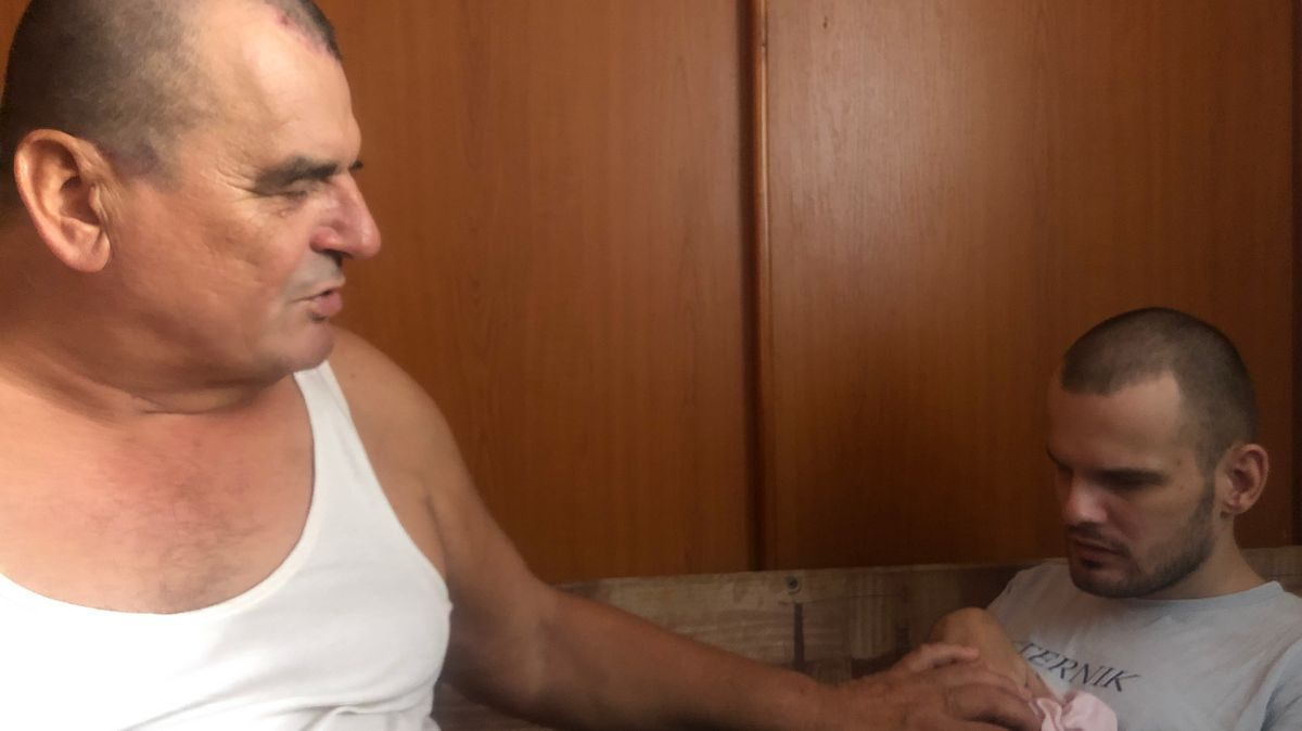 Dragan Miljević  holt seinen Sohn Vladimir so oft wie möglich nach Hause.
