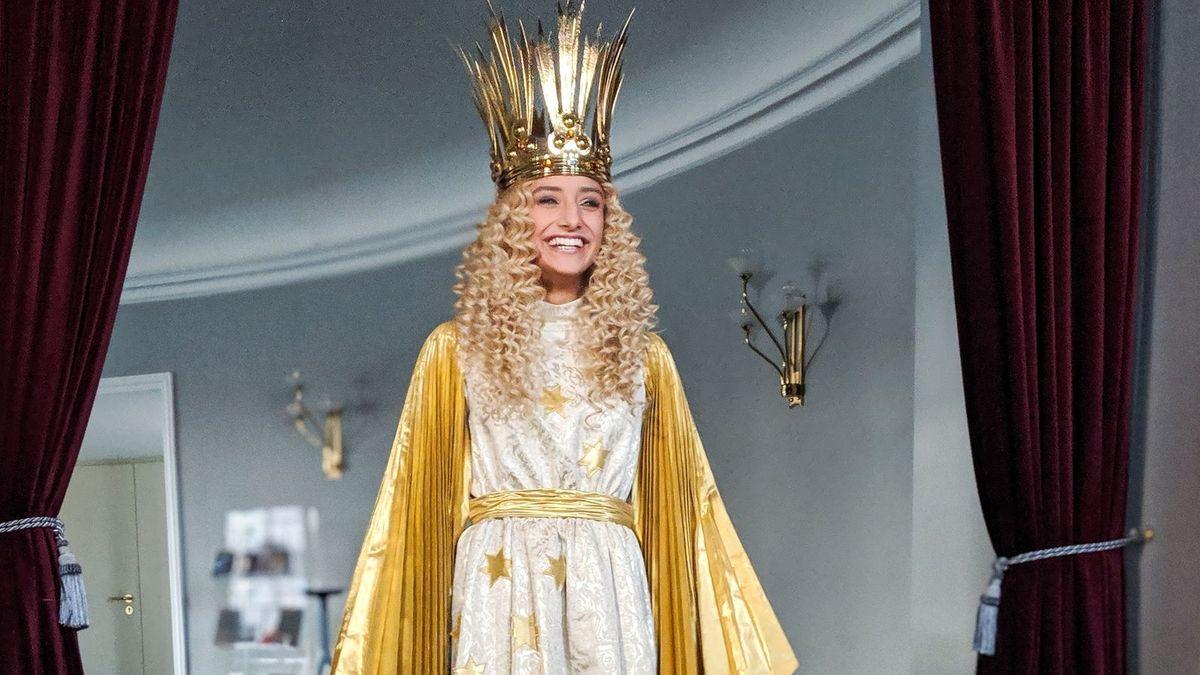 Das neue Nürnberger Christkind Benigna Munsi im traditionellen Kostüm.