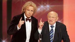 Marcel Reich-Ranicki bei der Verleihung des Deutschen Fernsehpreises 2008 mit Entertainer Thomas Gottschalk | Bild:picture alliance / Oliver Berg