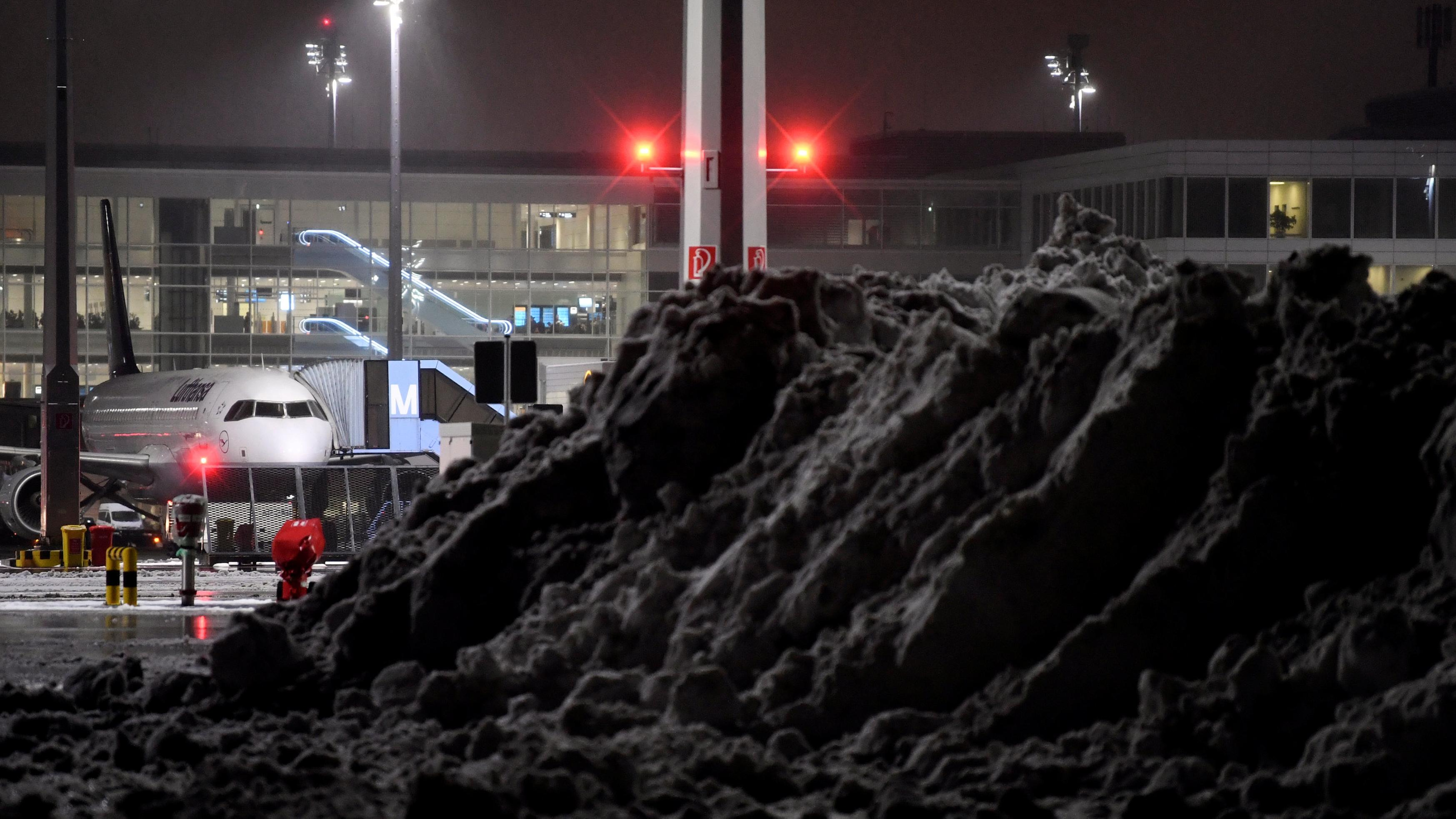 Schneemassen am Samstag am Münchner Flughafen