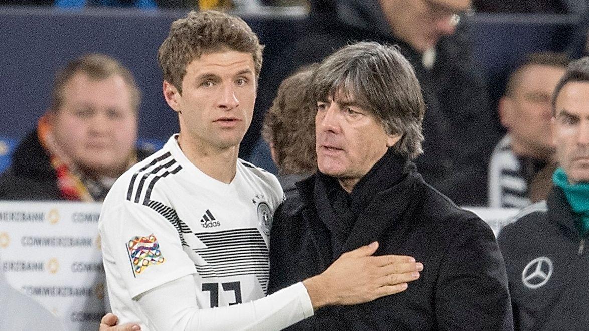Thomas Müller und Bundestrainer Joachim Löw