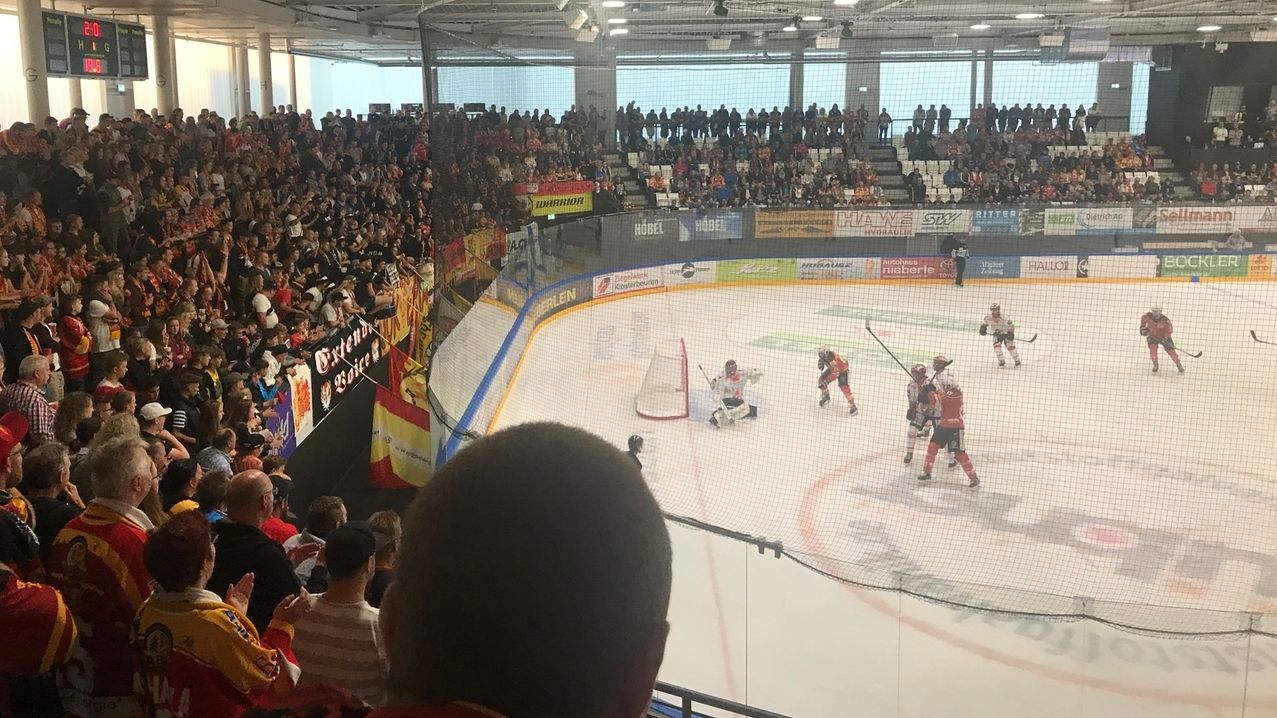 Kaufbeurer Eisstadion: Streit um Sicht