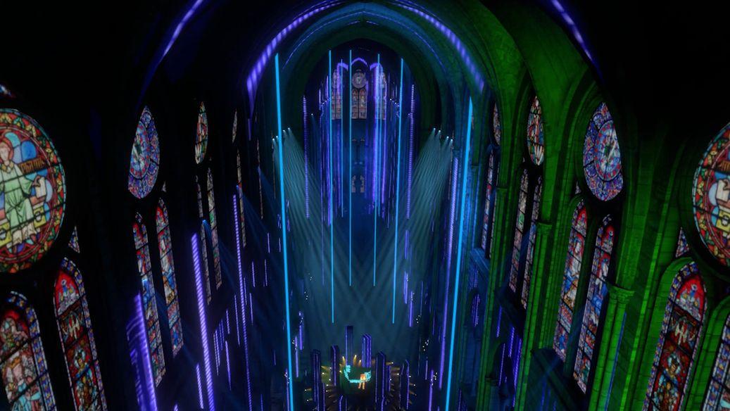 Die Kathedrale Notre Dame de Paris in Neonfarben ausgeleuchtet.