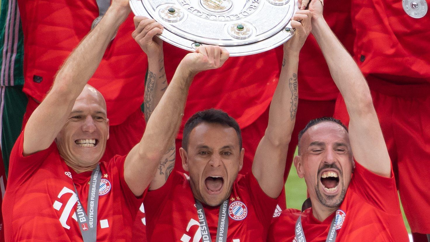Danke, Fans. Nach zehn Jahren und acht Meistertiteln beim FC Bayern ist für Arjen Robben Schluss in München.