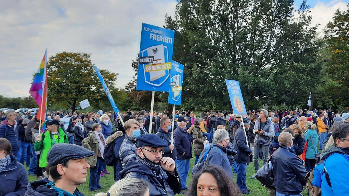 Demo gegen Maskenpflicht im Nürnberger Westpark