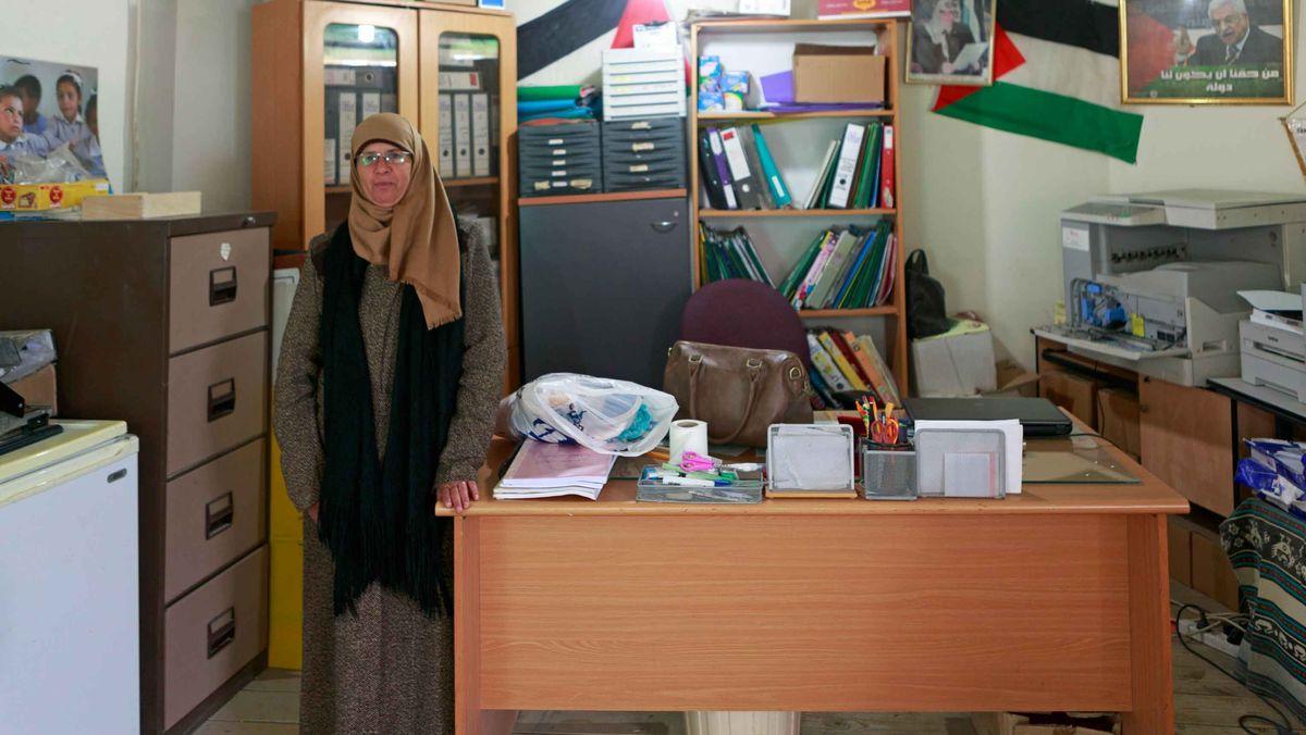 Schulleiterin Halima Saheika