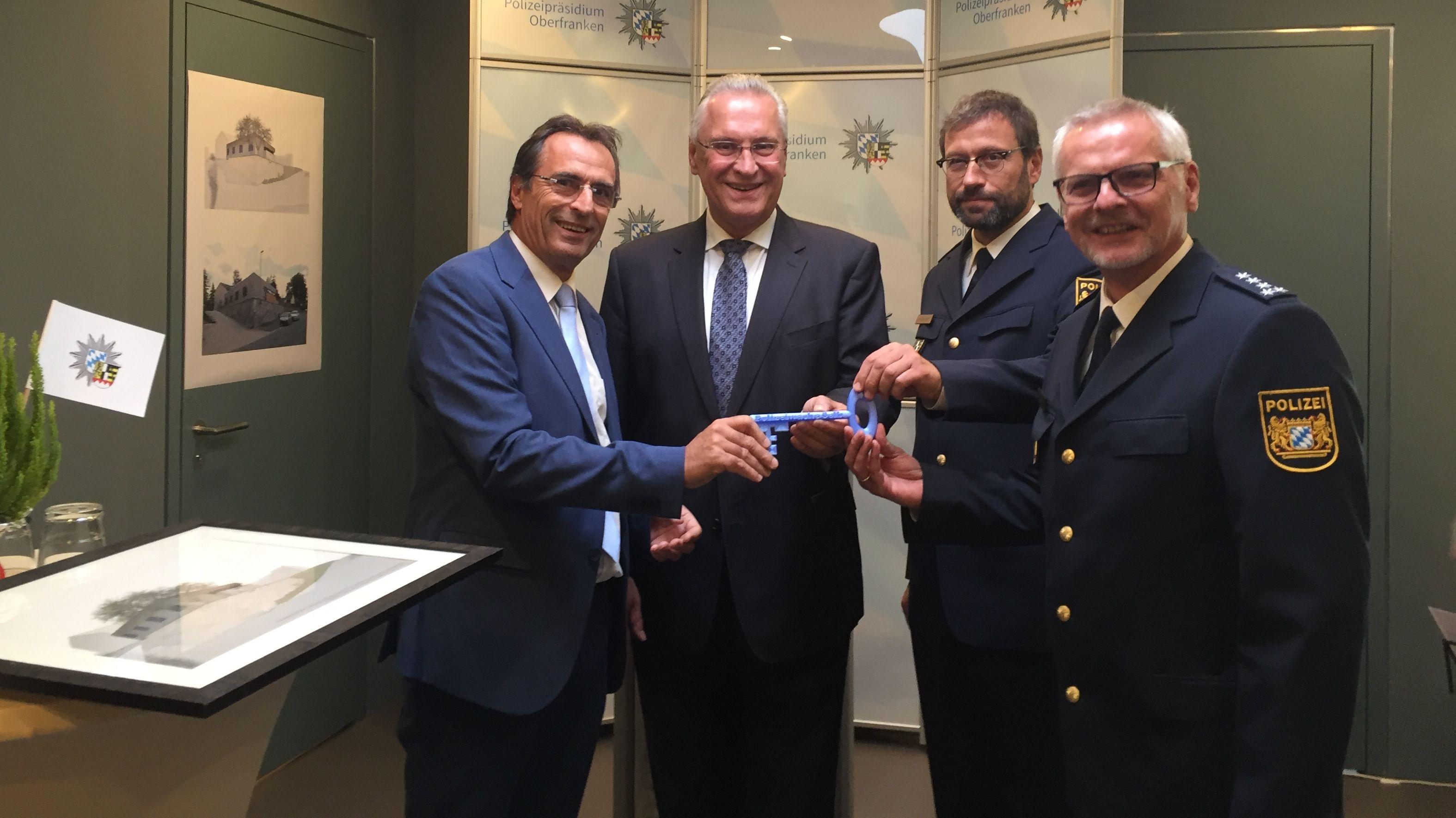 Schlüsselübergabe für die neue Polizeiwache in Selb mit Bayerns Innenminister Joachim Herrmann