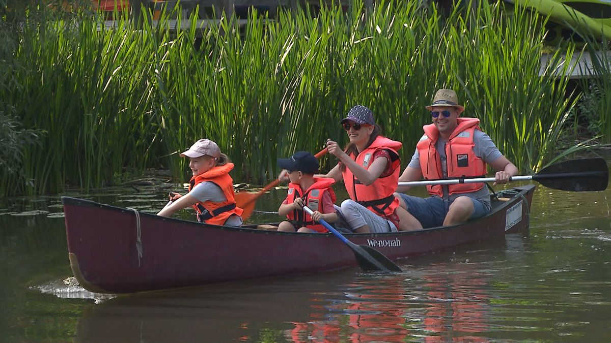 Familie im Kanu