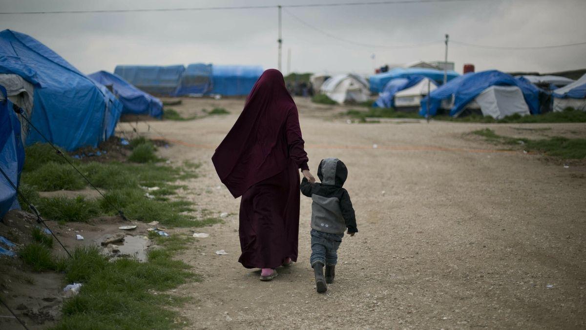 IS-Anhängerin in einem Lager in Nordirak