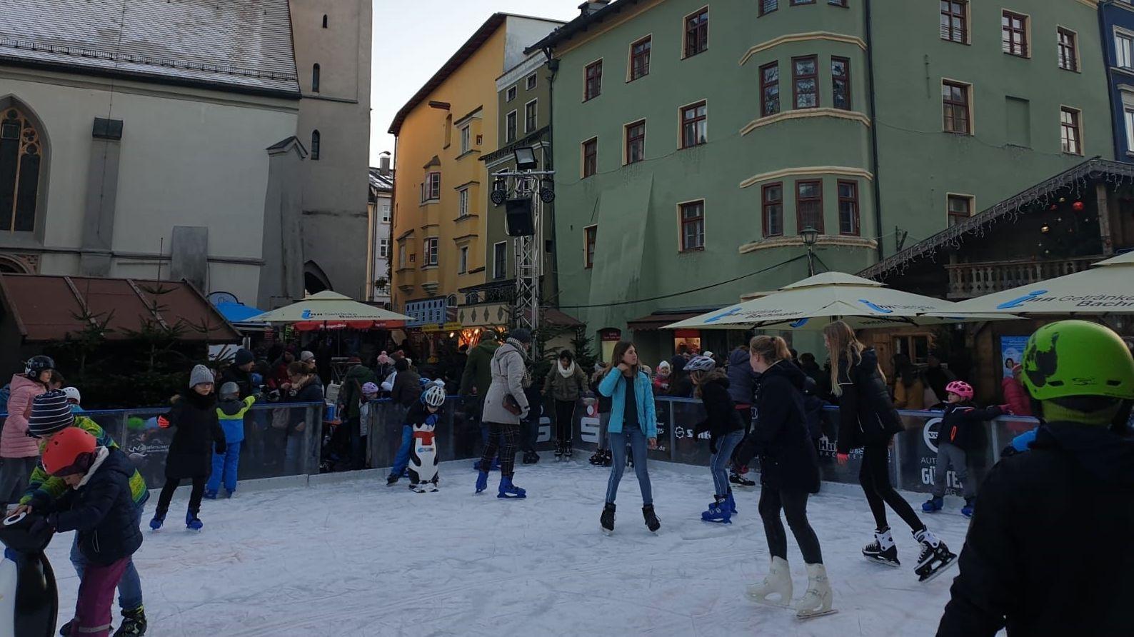 Eislaufen mitten in Wasserburg