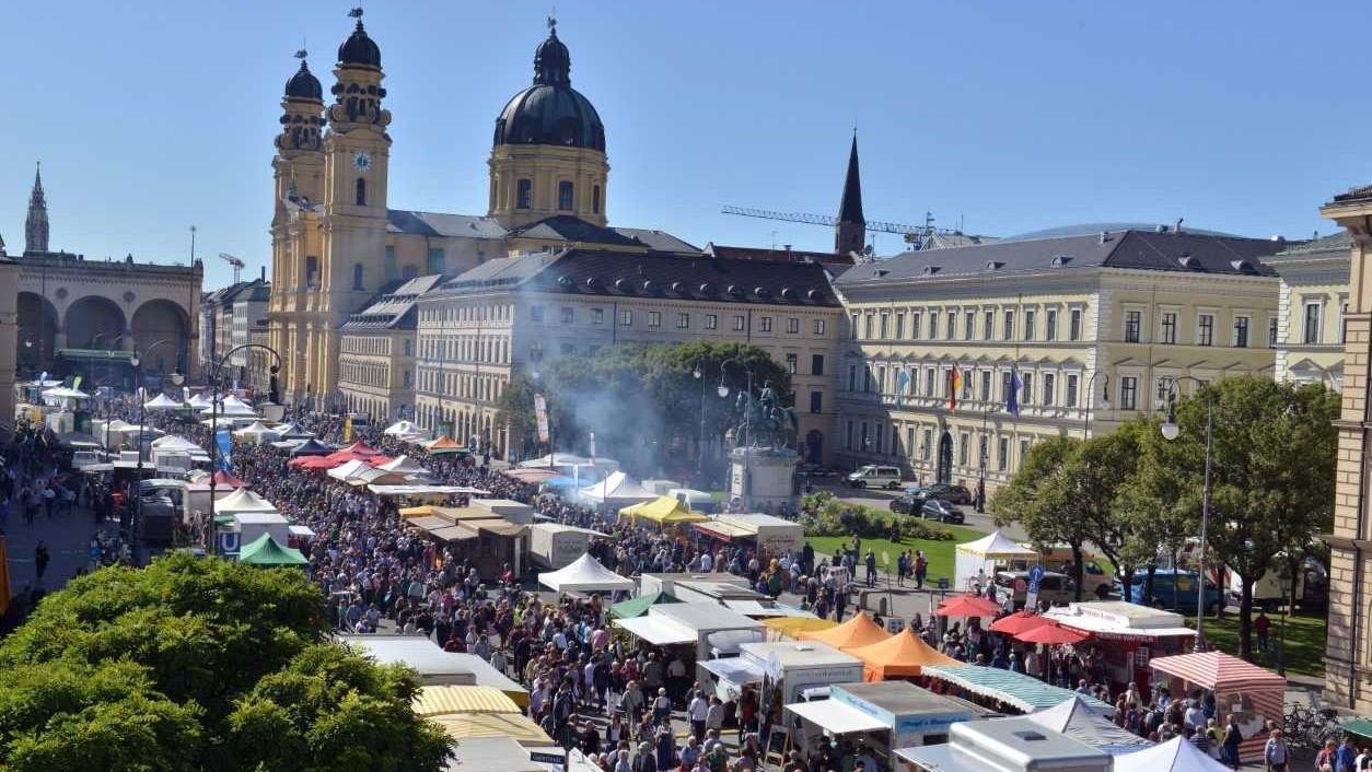 Stände der Bauernmarktmeile in der Münchner Innenstadt