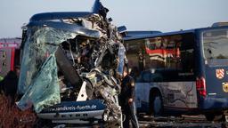 Ermittlungen an der Unfallstelle | Bild:dpa-Bildfunk