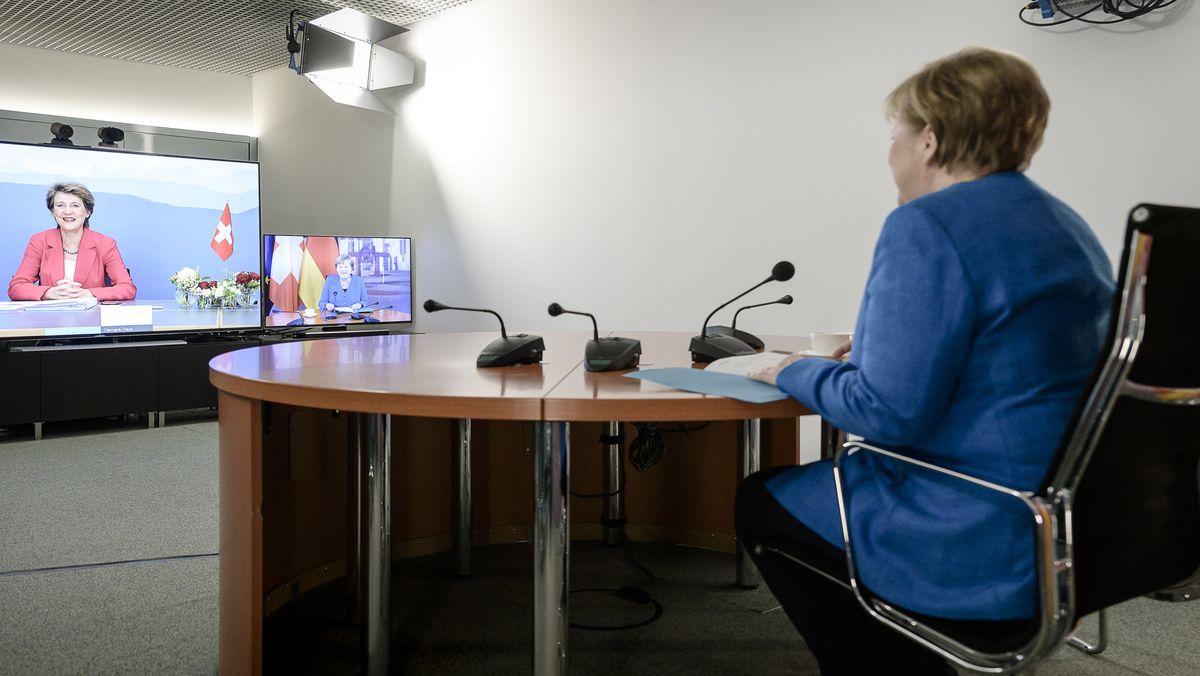 In der Politik hat sich aufgrund von Corona vieles digitalisiert. Auch Angela Merkel arbeitet verstärkt aus Berlin statt zu reisen.