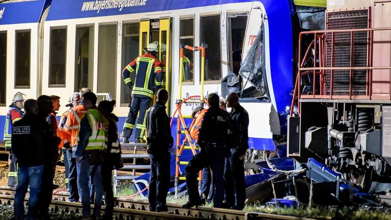 Mai 2018: In Aichach kollidieren ein Personenzug und ein stehender Güterzug. Zwei Menschen Menschen kamen ums Leben.