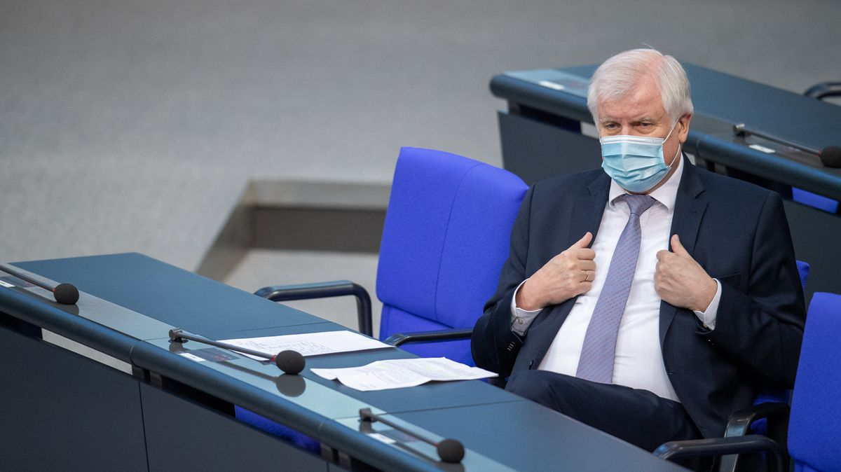 Horst Seehofer wehrt sich gegen die Kritik der EU