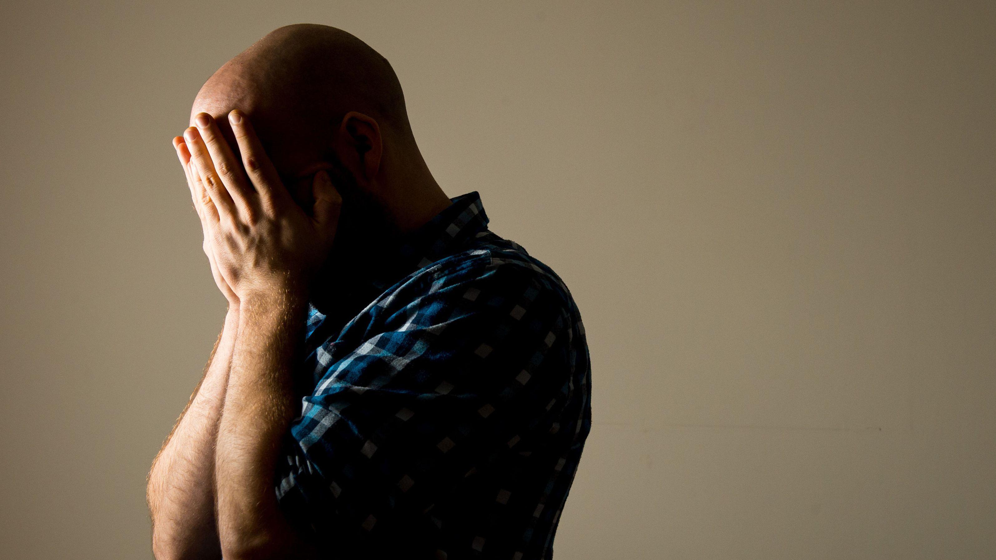 Männer begehen dreimal häufiger Selbstmord als Frauen