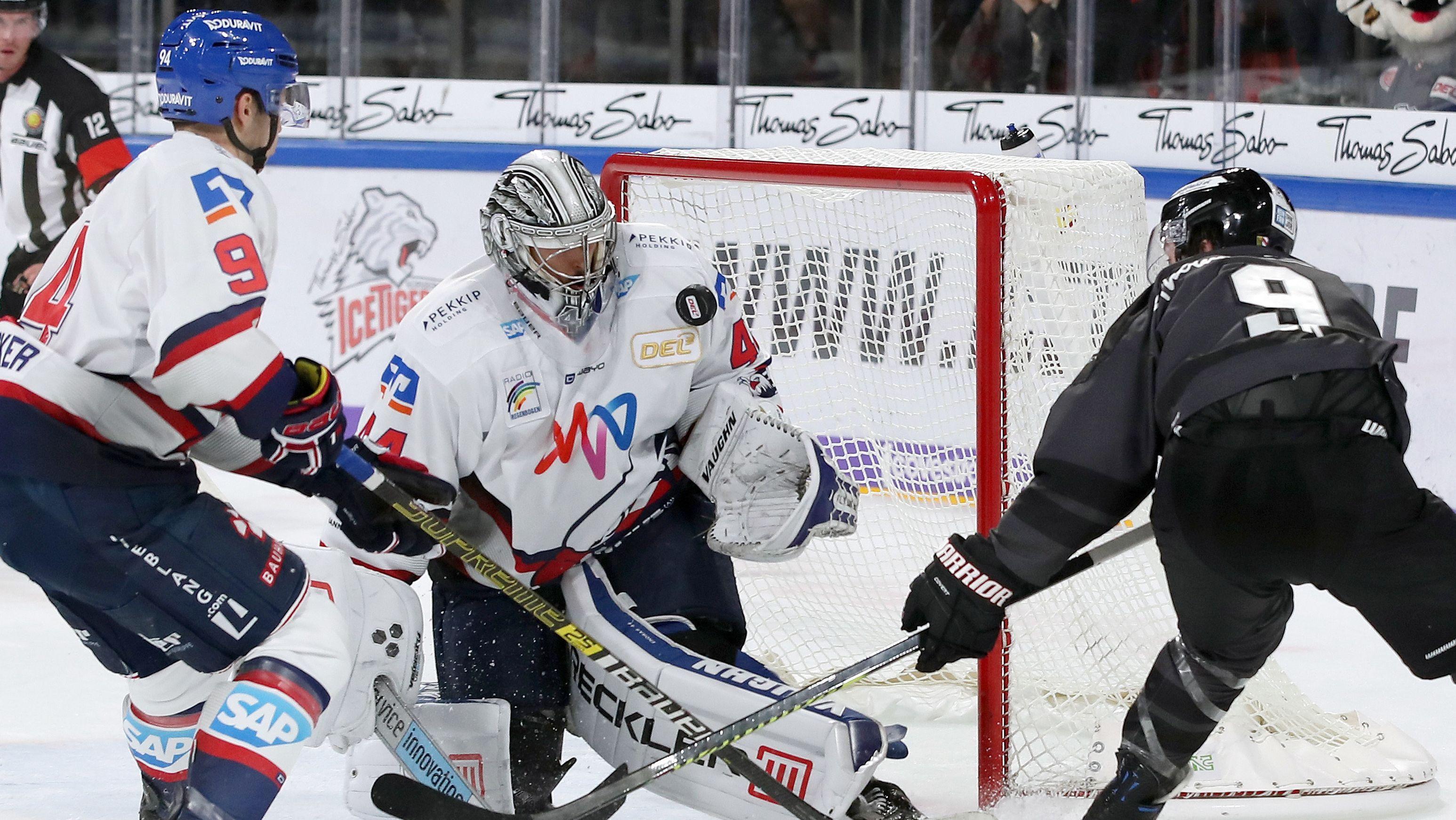 Spielszene Nürnberg Ice Tigers - Adler Mannheim