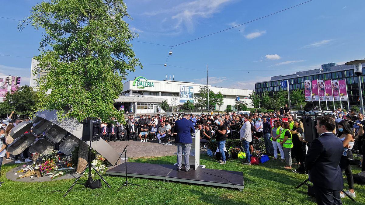 Die Polizei spricht von 400 Teilnehmern bei der Gedenkfeier am Olympia-Einkaufszentrum in München