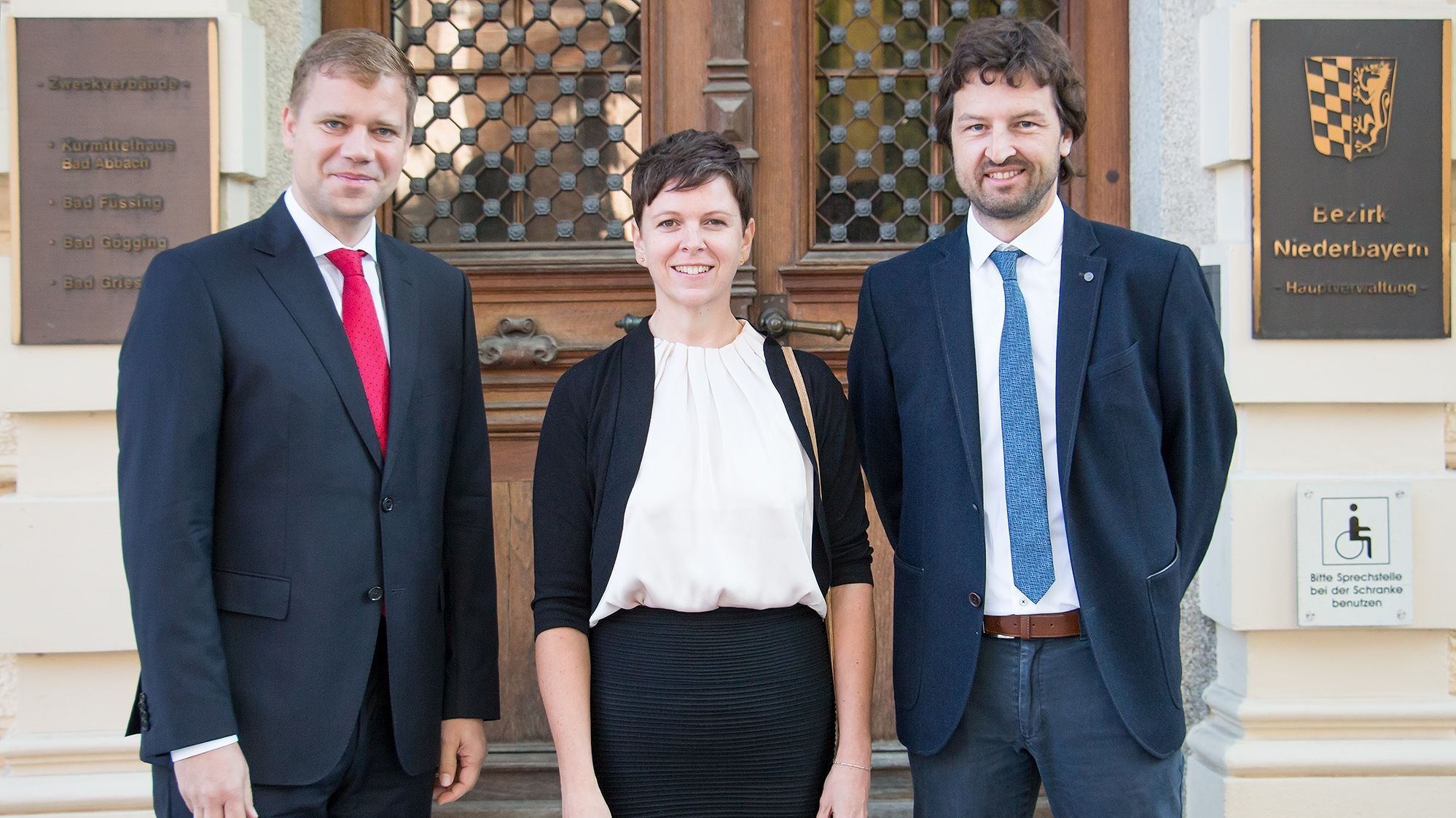 In der Mitte: Die Klimaschutzmanagerin des Bezirks Niederbayern