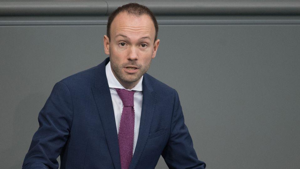 Nikolas Löbel (CDU) spricht bei der Plenarsitzung des Deutschen Bundestages am 25.10.2019