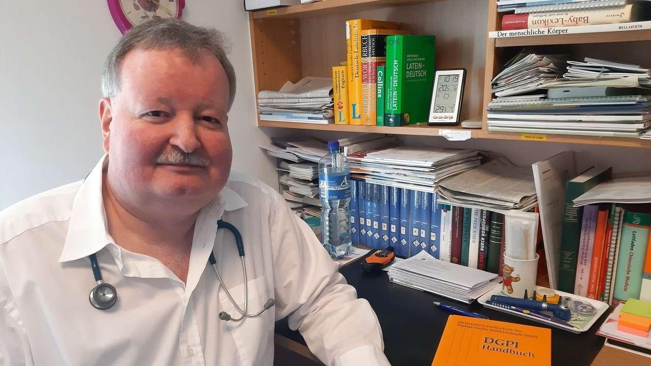 """Der Deggendorfer Kinderarzt, Christian Renner, hält von der Impflicht """"nichts""""."""