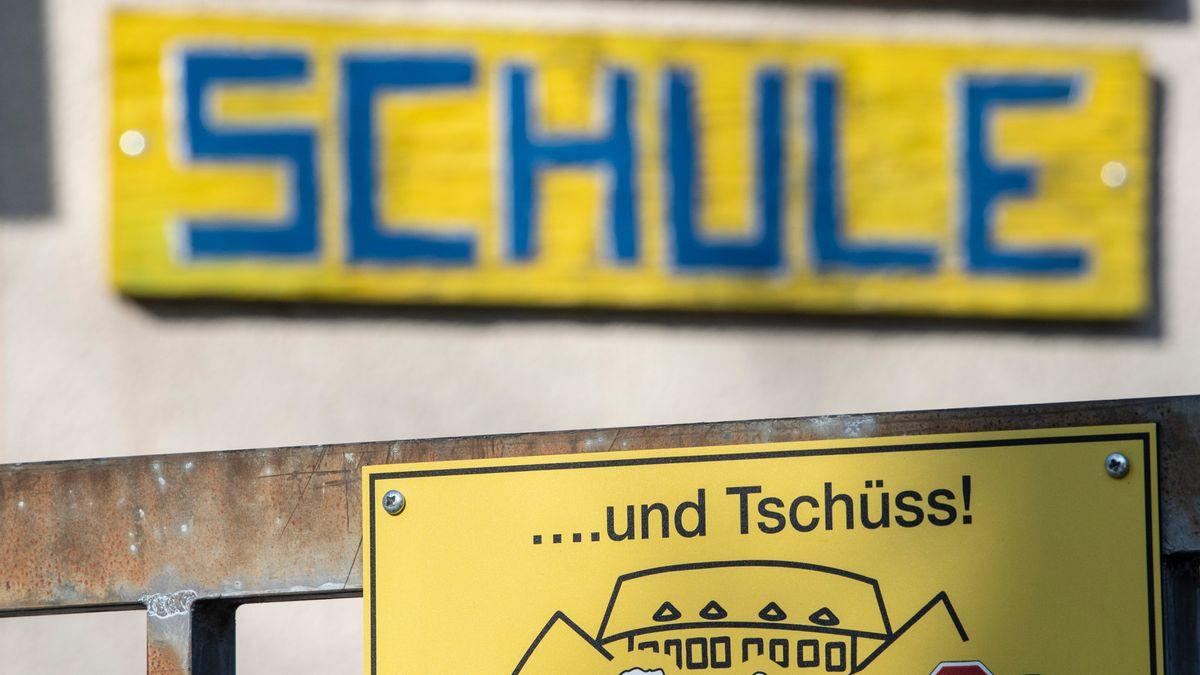 Eine geschlossene Grundschule in Frankfurt (Symbolbild).