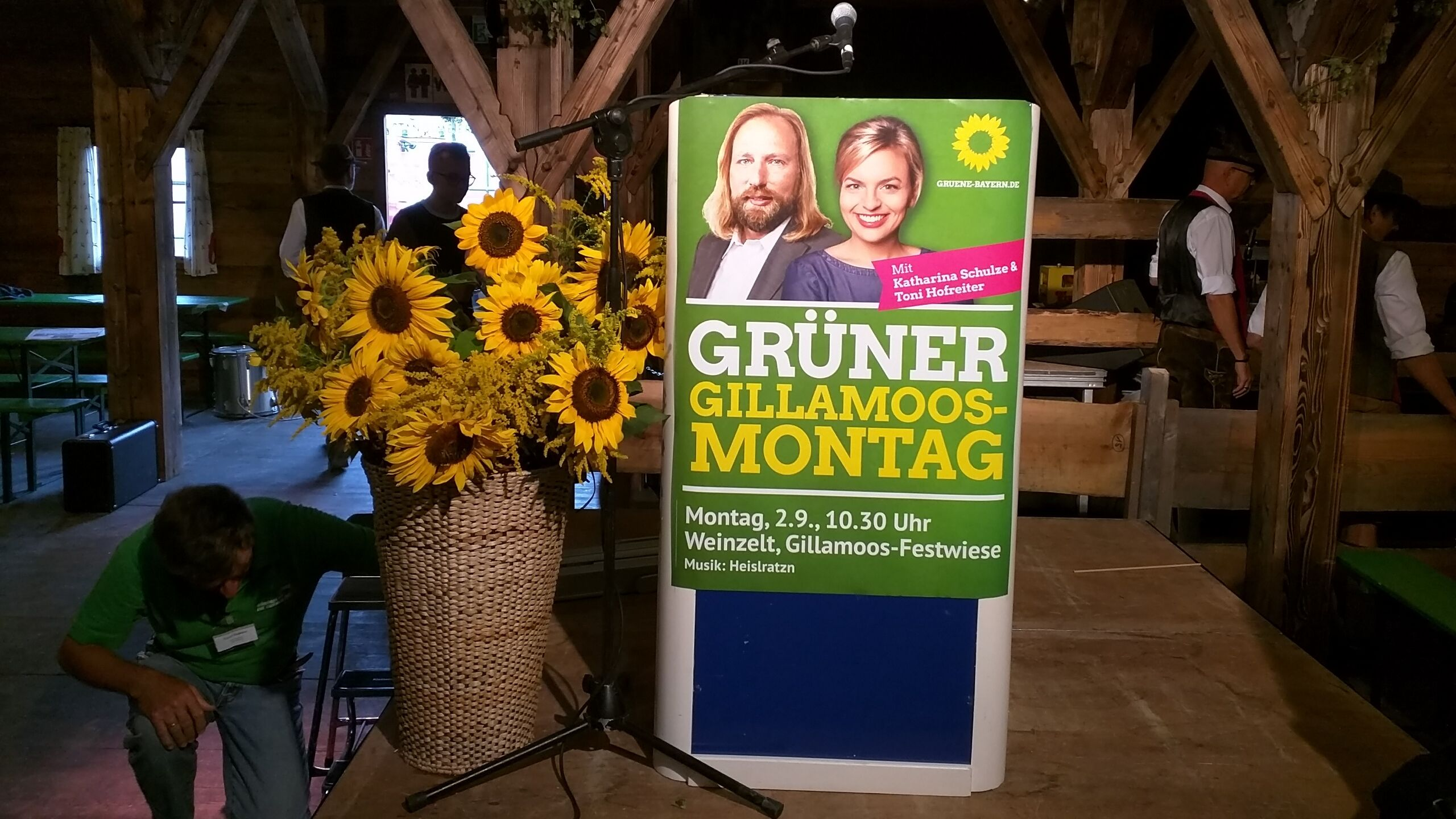Vorbereitungen im Gillamoos-Festzelt der Grünen