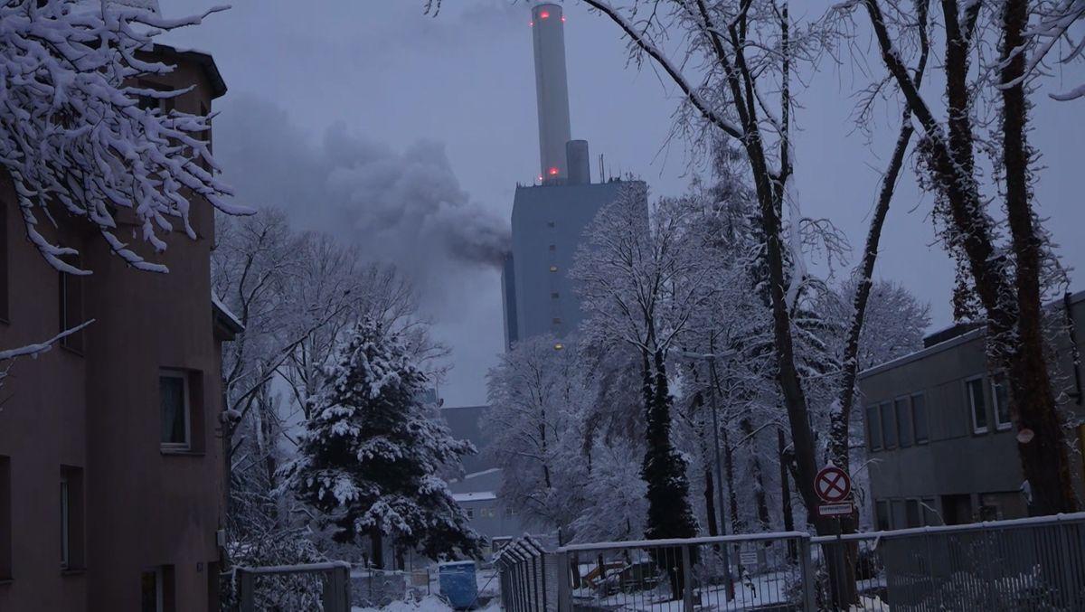 """Im Kraftwerk """"Franken I"""" im Nürnberger Stadteil Gebersdorf ist am Montag ein Brand ausgebrochen. Dabei kam es zu einer immensen Rauchentwicklung."""