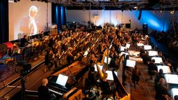 SWR-Symphonieorchester unter der Leitung von Emilio Pomarico | Bild:Ralf Brunner/dpa-Bildfunk