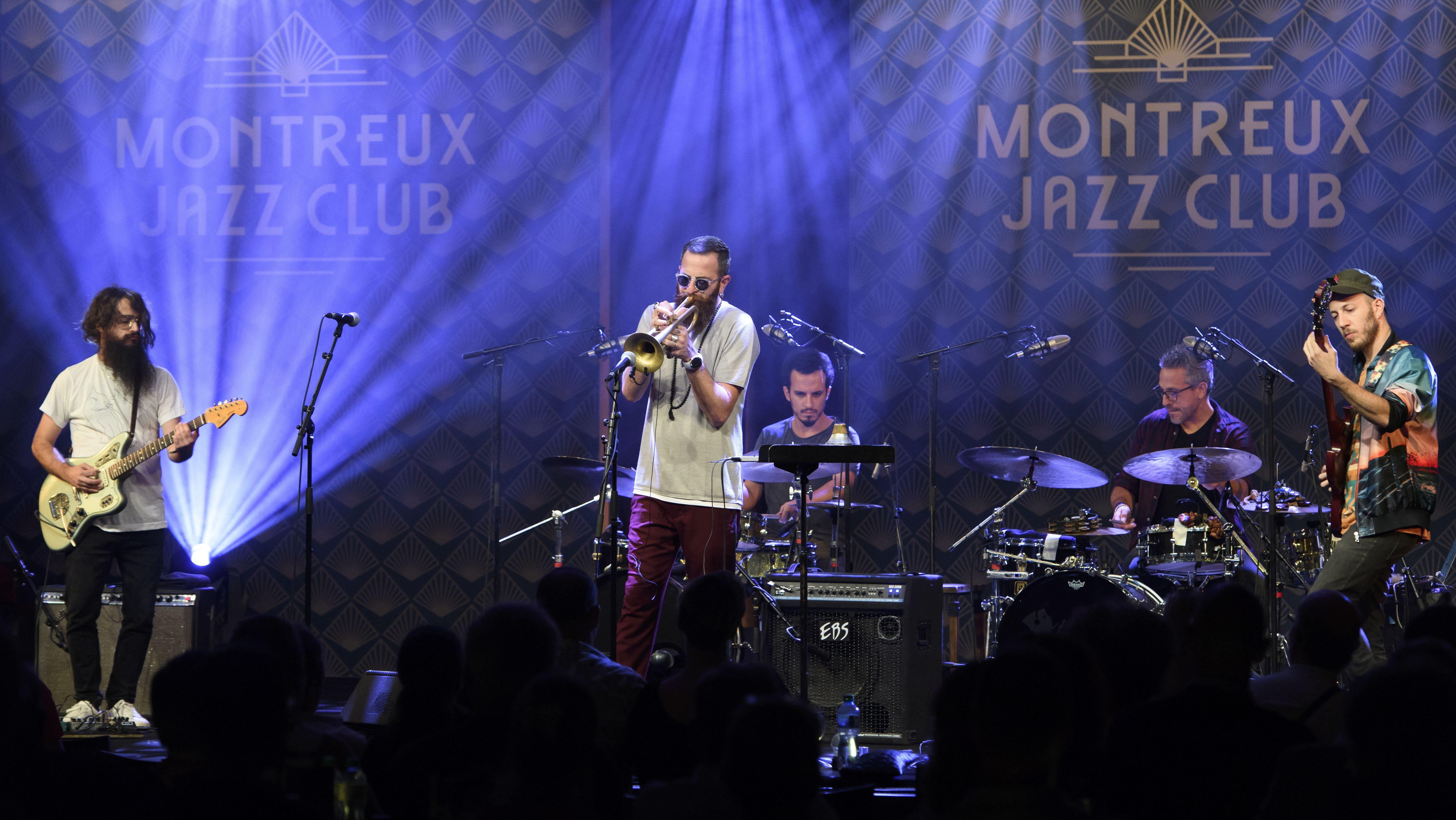 Avishai Cohen mir seinem Ensemble in Montreux beim Jazzfestival