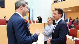 Söder (CSU) spricht mit Schulze und Hartmann (Grüne) | Bild:picture alliance