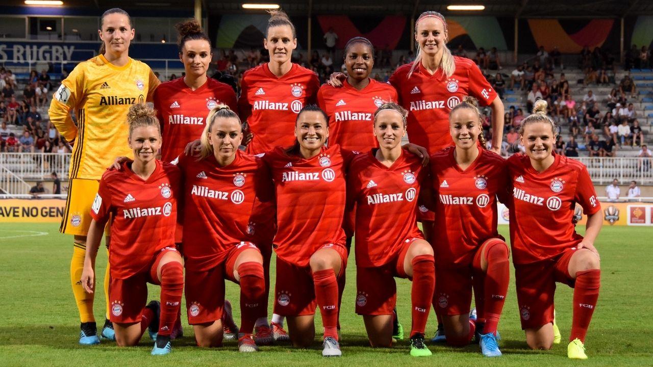 """Die Spielerinnen des FC Bayern München vor der Partie im """"French Cup"""" im August 2019"""