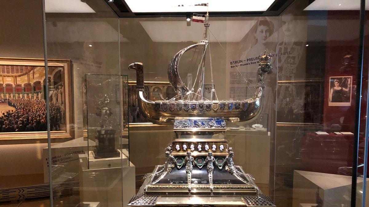 Prunkvolles Ende einer Ära: Dieses Schiff schenken die deutschen Fürsten Kaiser Wilhelm II. zu seinem silbernen Thronjubiläum im Jahr 1913.