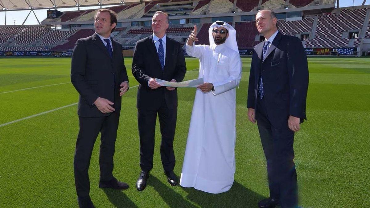 Mit Quatars Fußballfunktionär Hassan Al Thawadi.