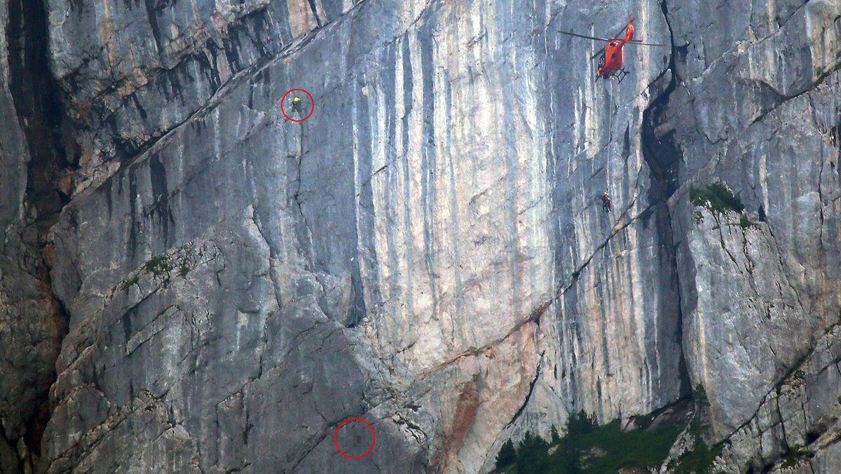 Rettungskräfte bergen verunglückten Wanderer an der Wartsteinwand