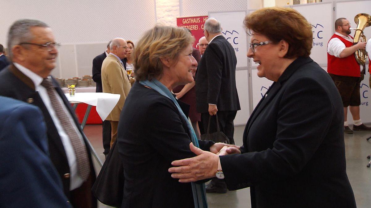Die CSU in Unterfranken hatte geladen - und mehr als 1.000 Menschen kamen, um Barbara Stamm zum 75. Geburtstag zu gratulieren.