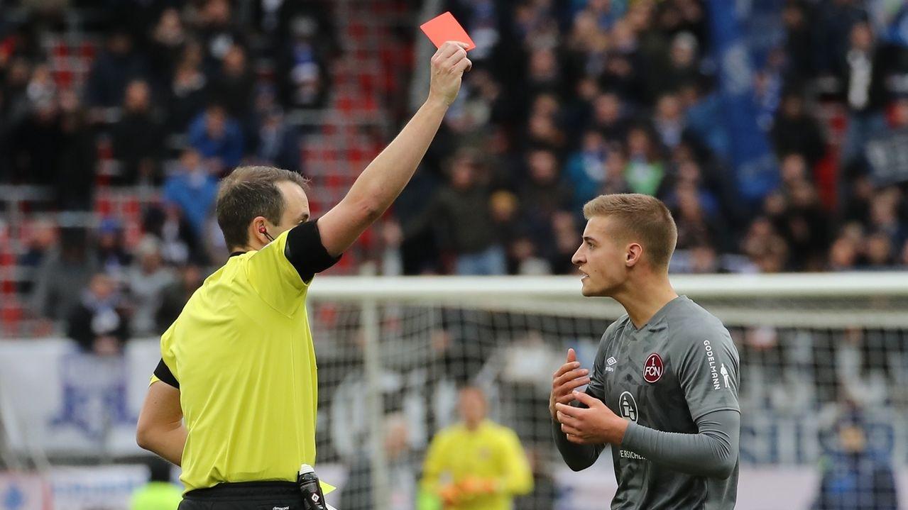 Asger Sörensen sieht die Rote Karte