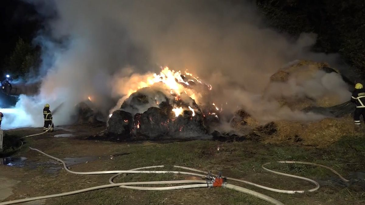 Bei einem Brand in Miltenberg stand rund 500 Heu- und Strohballen lichterloh in Flammen