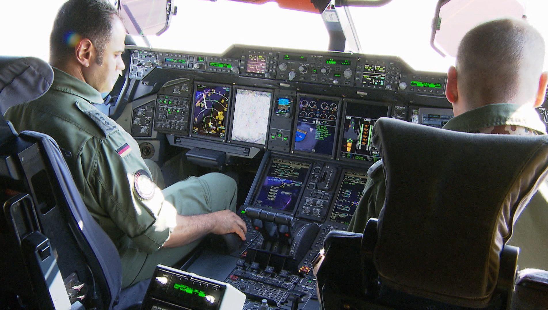 Bundeswehr-Piloten in Flugzeug
