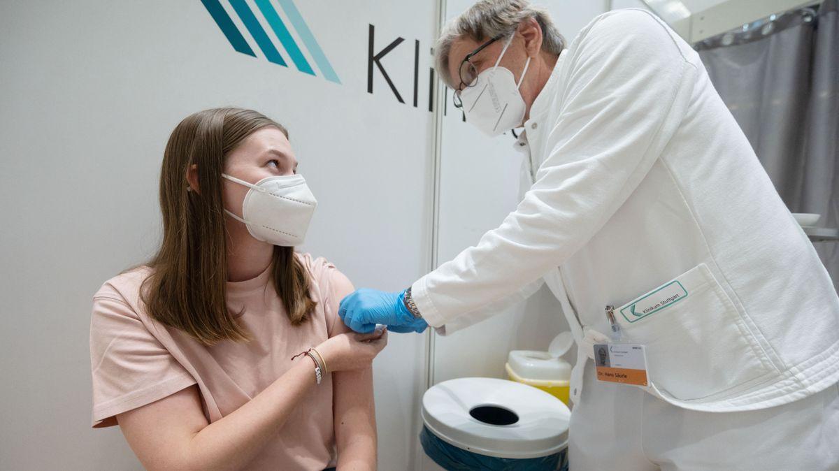 Symbolbild: Impfung einer jungen Frau