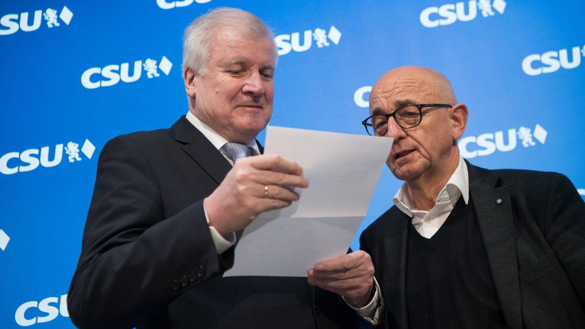 Der CSU-Landtagsabgeordneter Alfred Sauter (r.) steht in der Fraktion unter Druck. Hier mit Horst Seehofer 2018.