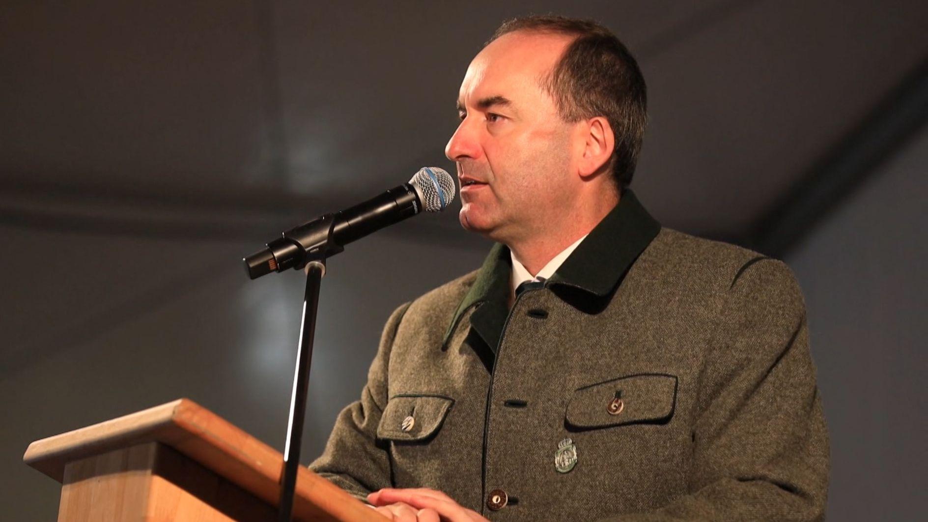 Freie-Wähler-Chef Aiwanger hat mit Aussagen zum Thema Messer für Irritationen gesorgt.