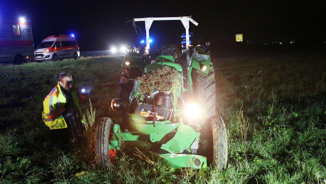 Demolierter Traktor an der Unfallstelle