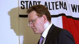 Der Bürgermeister von Altena, Andreas Hollstein (CDU) nach dem Messerangriff | Bild:pa / dpa / Oliver Berg