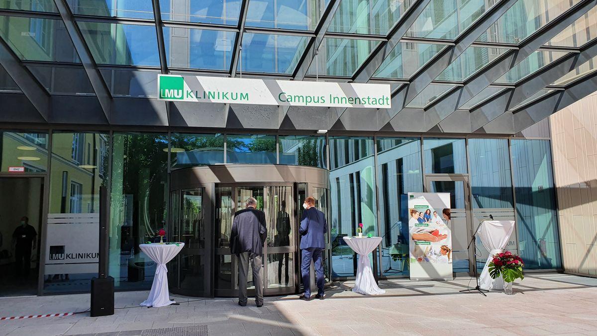 Eingang neue LMU-Portal-Klinik in München