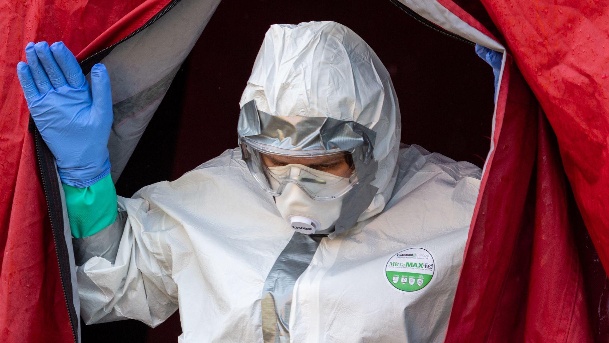 Schutzbekleidung ist gerade jetzt von großer Bedeutung. Die schwäbische Firma Franz Mensch kommt mit dem Verschicken daher kaum hinterher.