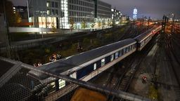 Zug an der Hackerbrücke entgleist.    Bild:BR / Moritz Steinbacher