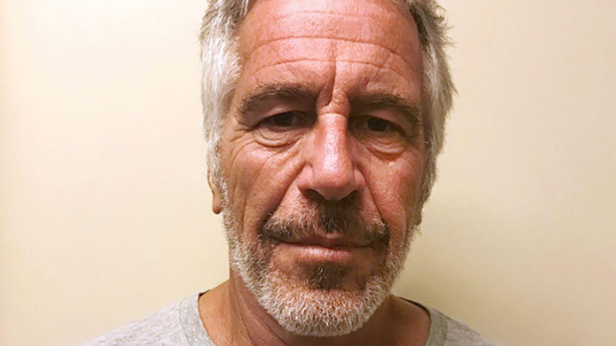Jeffrey Epstein, schwerreicher Finanzier, der wegen sexuellen Missbrauchs angeklagt wurde, soll sich in seiner Zelle umgebracht haben.