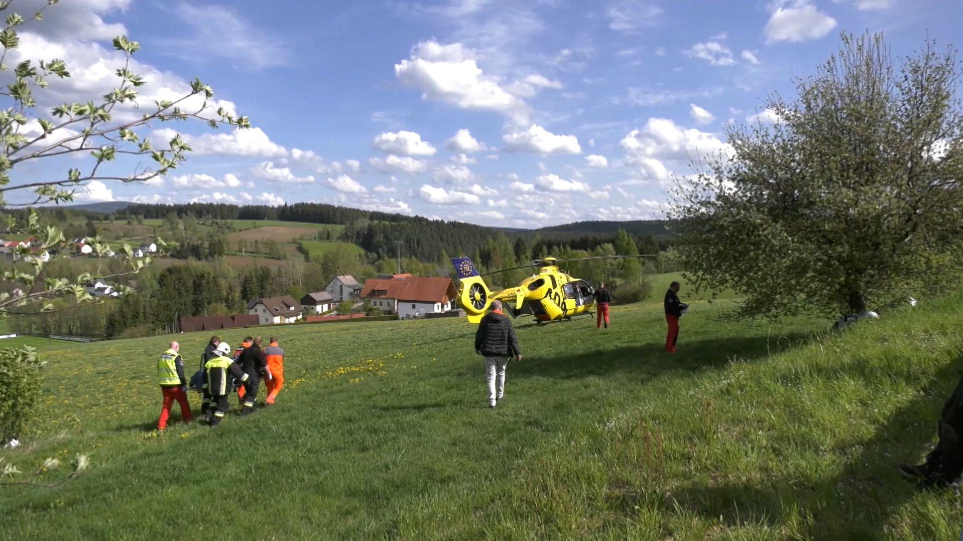 Ein Hubschrauber brachte den Verletzten in eine Klinik.